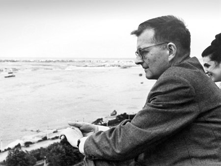 <p>Dmitri Shostakovich and Galina Vishnevskaya on the…</p>