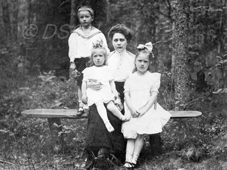 <p>Sofia Vassilyevna with her children in Irinovka. 1…</p>