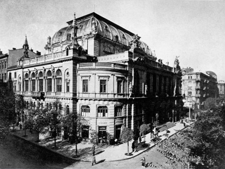 <p>Building of the Warsaw Philharmonic which was burn…</p>