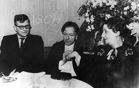 <p>Dmitri Shostakovich and George Enescu with his wif…</p>